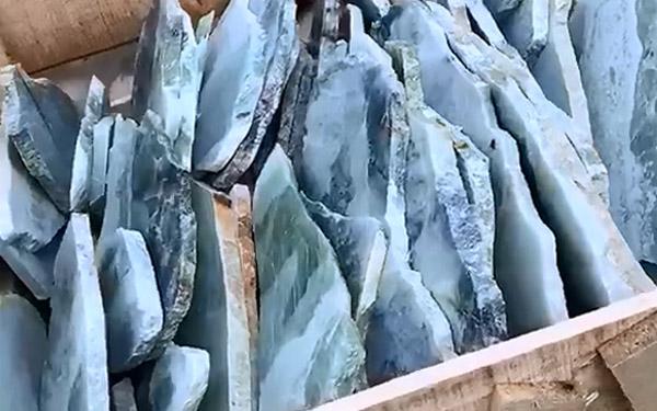 不规则玉石板材仓库